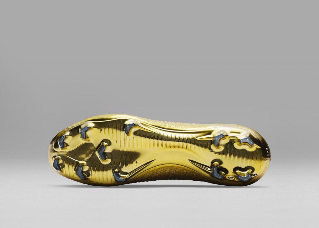 f85d445051c20 El tratamiento utilizado para crear este efecto es una primicia para Nike.  En las botas también se ha utilizado la suela de mayor calidad de la marca.